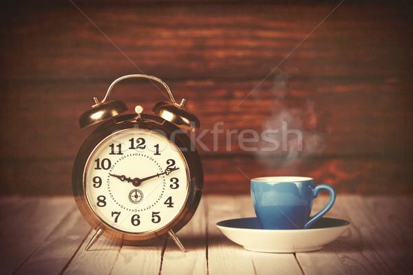 Beker koffie wekker houten tafel hout licht Stockfoto © Massonforstock