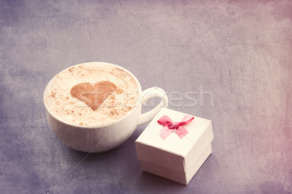Cappuccino coffret cadeau tasse forme de coeur cacao gris Photo stock © Massonforstock
