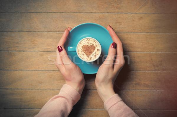 Foto feminino mãos copo café Foto stock © Massonforstock