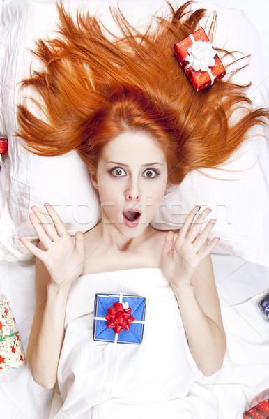 Stockfoto: Verwonderd · meisje · bed · christmas · geschenken