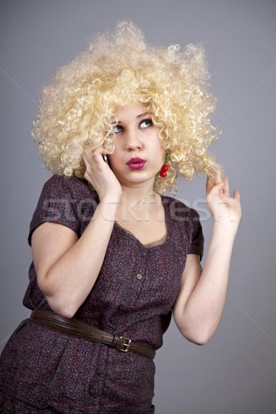 Vicces lány paróka hív telefon stúdiófelvétel Stock fotó © Massonforstock