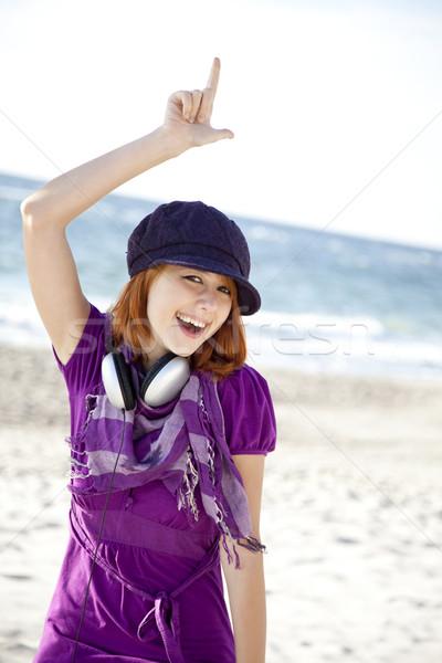 Porträt Mädchen Kopfhörer Strand cap Frau Stock foto © Massonforstock
