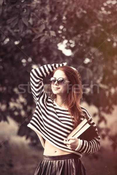 Ragazza strisce maglione libri ritratto giovani Foto d'archivio © Massonforstock