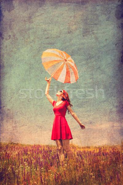 Zdjęcia stock: Dziewczyna · czerwona · sukienka · parasol · łące · portret · piękna