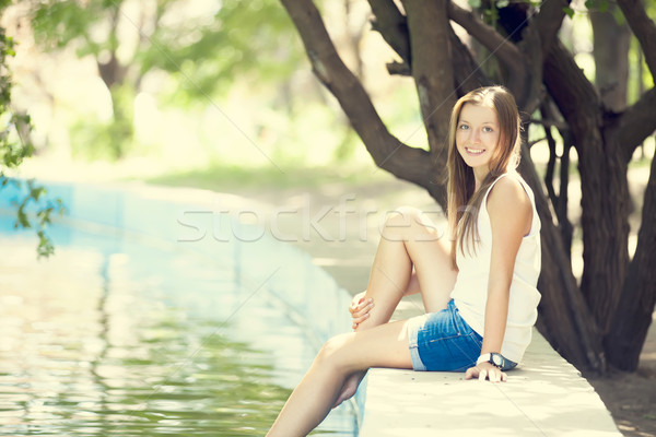 Adolescente lac parc herbe femmes mode Photo stock © Massonforstock