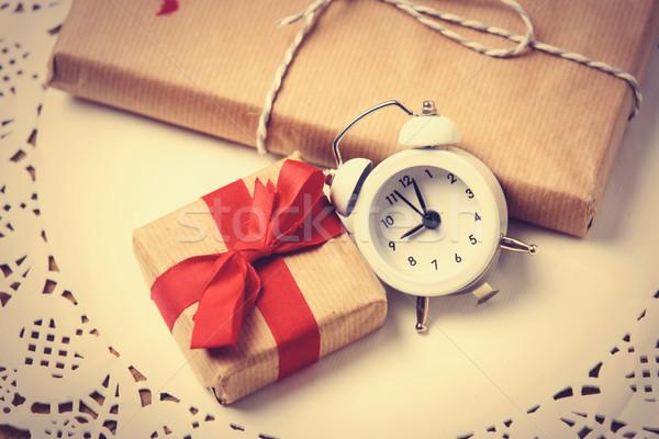 Ajándékok óra szalvéta gyönyörű ébresztőóra fehér Stock fotó © Massonforstock