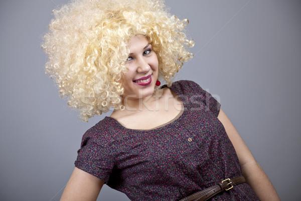 Vicces lány paróka stúdiófelvétel jókedv női Stock fotó © Massonforstock