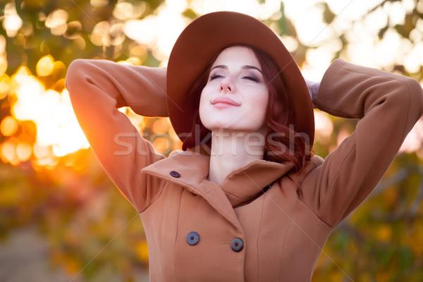 Stockfoto: Vrouw · hoed · jas · najaar · tijd · outdoor