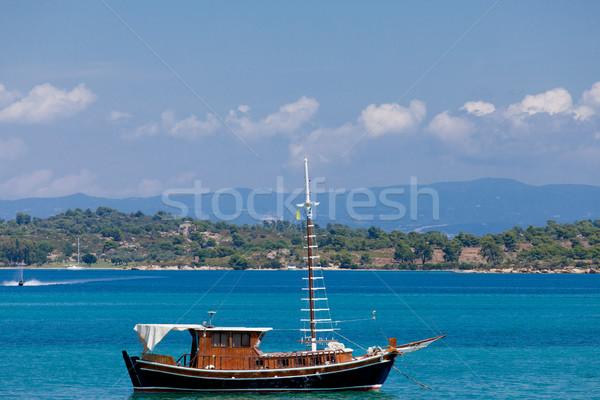 Foto cute vissersboot prachtig zee eiland Stockfoto © Massonforstock