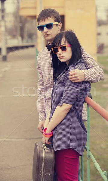 Tini pár vár vonat szeretet nők Stock fotó © Massonforstock