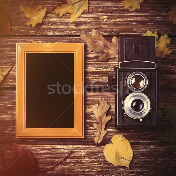 Photo stock: Automne · caméra · cadre · table · en · bois · lumière · beauté