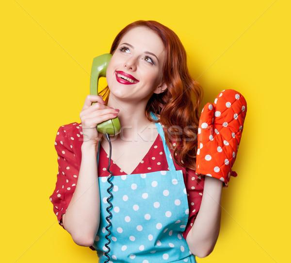 Mädchen roten Kleid grünen wählen Telefon lächelnd Stock foto © Massonforstock