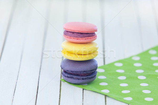 Macarons à pois serviette trois table en bois texture Photo stock © Massonforstock
