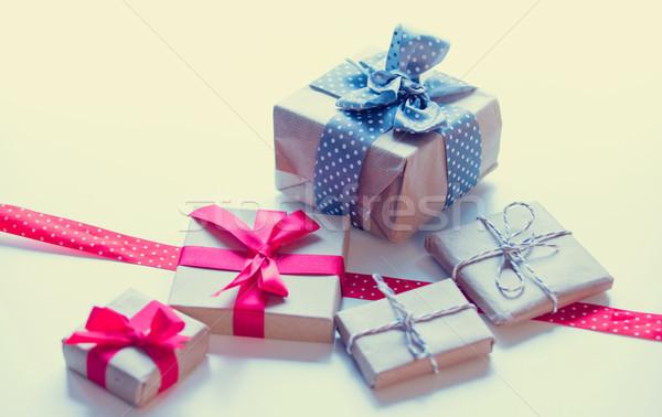 Foto stock: Rojo · punteado · cinta · hermosa · regalos · maravilloso
