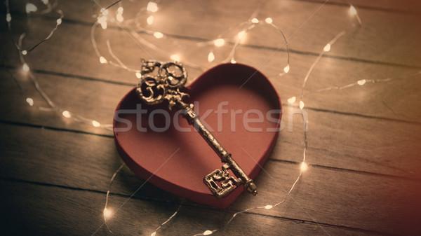 Gyönyörű arany kulcs kinyitott szív alakú Stock fotó © Massonforstock