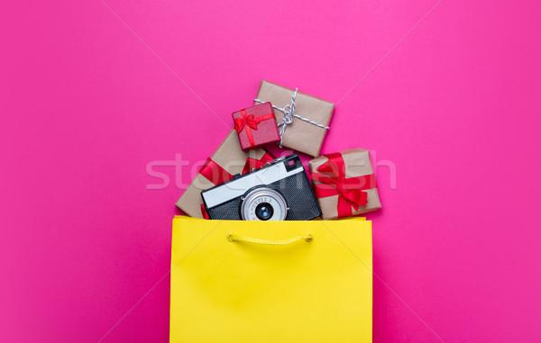 Foto stock: Bonitinho · presentes · legal · câmera · bolsa · de · compras · laptop