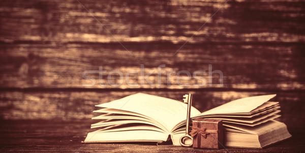 Aanwezig vak Open boek papier textuur boek Stockfoto © Massonforstock