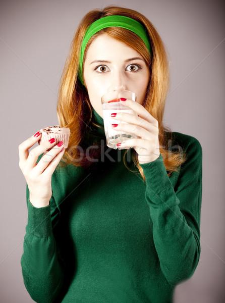 Foto d'archivio: Americano · ragazza · latte · torta · foto