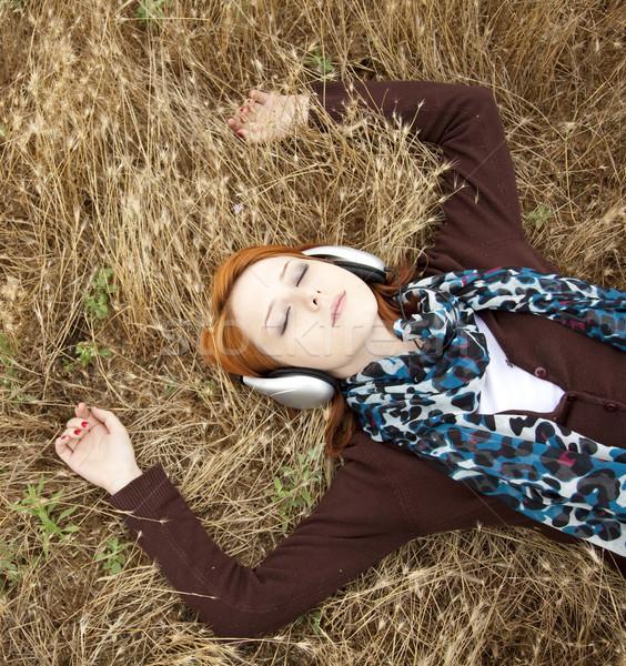 Jóvenes sonriendo moda auriculares campo música Foto stock © Massonforstock