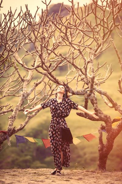 Młoda kobieta buddyzm świątyni spaceru drzew kobieta Zdjęcia stock © Massonforstock