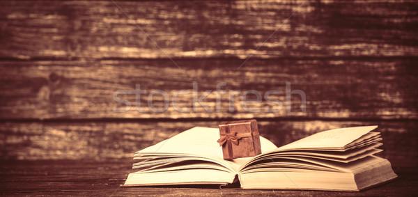 Obecnej polu otwarta księga papieru tekstury książki Zdjęcia stock © Massonforstock
