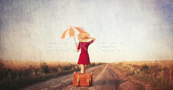 Сток-фото: девушки · чемодан · зонтик · дороги