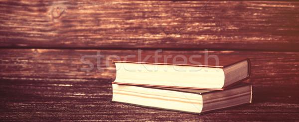 Vintage oude boeken houten tafel papier for Tafel papier