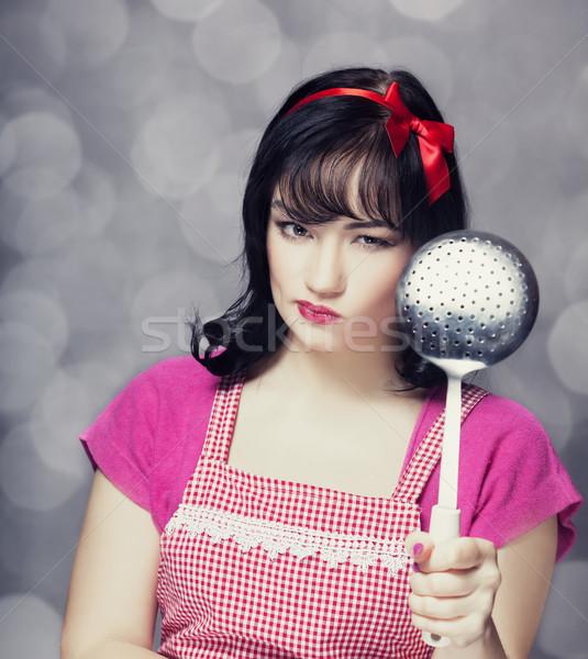 Brunetka gospodyni domowa zupa chochla dziewczyna twarz Zdjęcia stock © Massonforstock