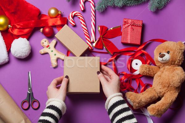 Foto stock: Manos · Navidad · regalo · femenino · papel