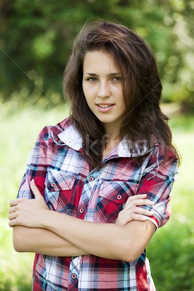 Mooie tienermeisje park groen gras meisje voorjaar Stockfoto © Massonforstock
