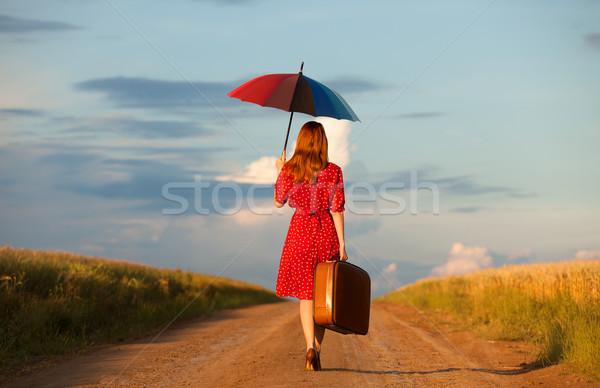 Сток-фото: девушки · зонтик · чемодан · Открытый · женщины