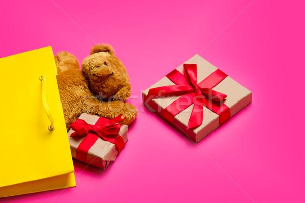 Cute cadeaux Nounours cool jaune panier Photo stock © Massonforstock