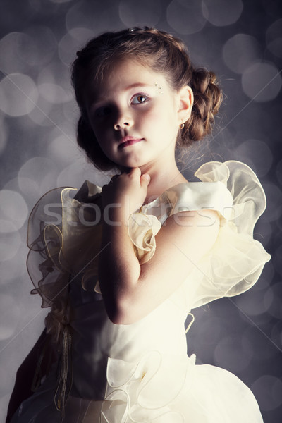 Photo stock: Portrait · cute · petite · fille · fille · sourire · santé