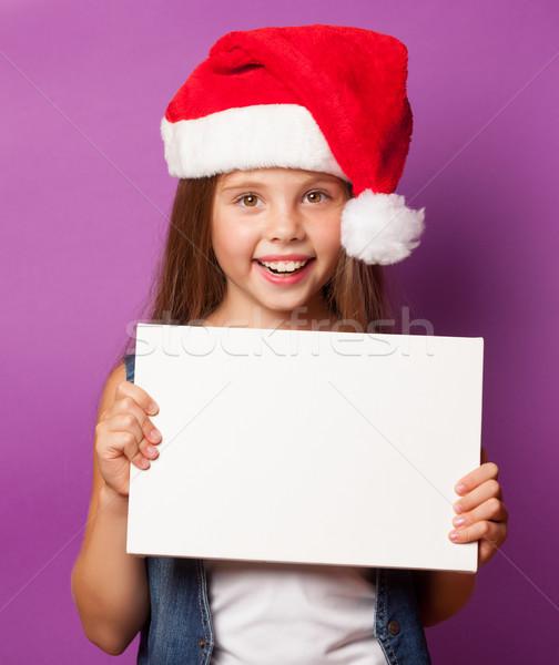 Lány piros kalap fehér tábla gyönyörű fiatal lány Stock fotó © Massonforstock