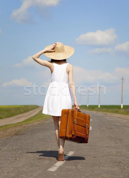 Stock fotó: Magányos · lány · bőrönd · vidéki · út · út · nők