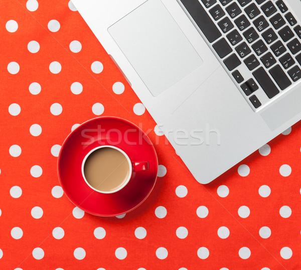 Copo café computador portátil vermelho computador Foto stock © Massonforstock