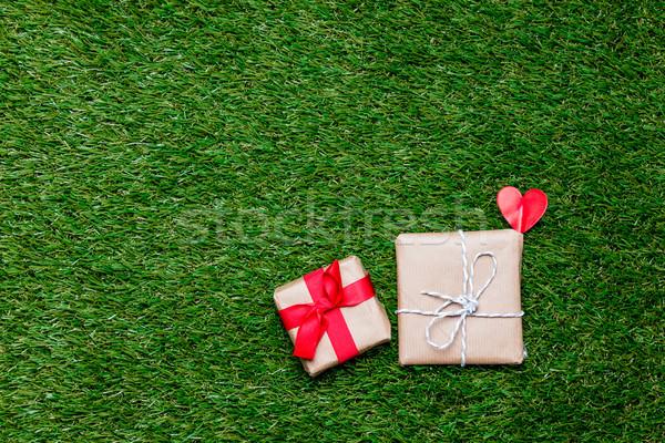 Kettő kicsi ajándékdobozok szív alak szimbólum zöld fű Stock fotó © Massonforstock