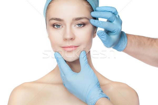 Chirurgia plastica medico mani guanti toccare volto di donna Foto d'archivio © master1305