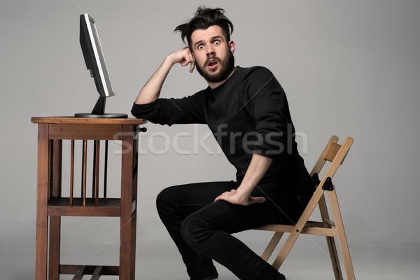 Vicces őrült férfi számítógéphasználat szürke meglepetés Stock fotó © master1305