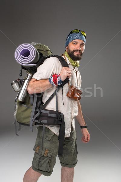 Foto d'archivio: Ritratto · sorridere · maschio · turistica · zaino · fotocamera