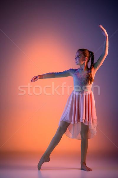 代 現代 バレエダンサー 女性 オレンジ スタジオ ストックフォト © master1305