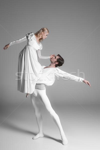 Kettő fiatal balett táncosok gyakorol vonzó Stock fotó © master1305