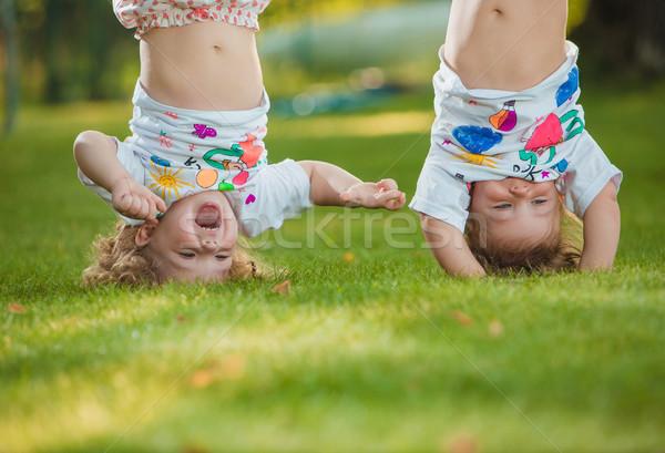 Kettő kicsi lánycsecsemők akasztás fejjel lefelé öreg Stock fotó © master1305