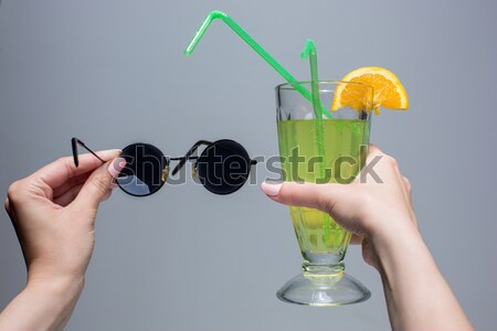 Női kezek koktél napszemüveg szürke buli Stock fotó © master1305