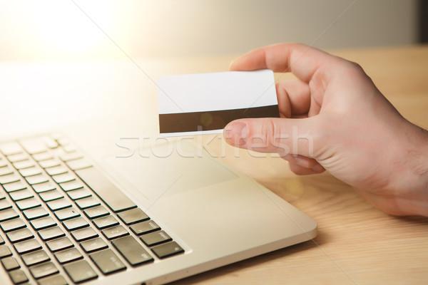 Adam online alışveriş kredi kartı dizüstü bilgisayar para Internet Stok fotoğraf © master1305