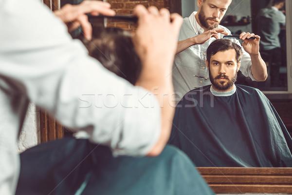 Fiatal jóképű fodrász készít frizura vonzó Stock fotó © master1305