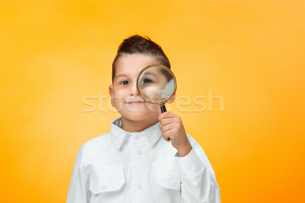 Zdjęcia stock: Mały · chłopca · patrząc · pomarańczowy