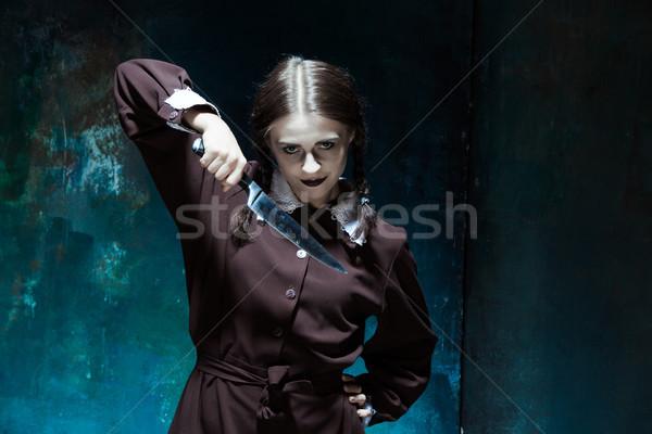 Porträt junge Mädchen Schuluniform Killer Messer Stock foto © master1305