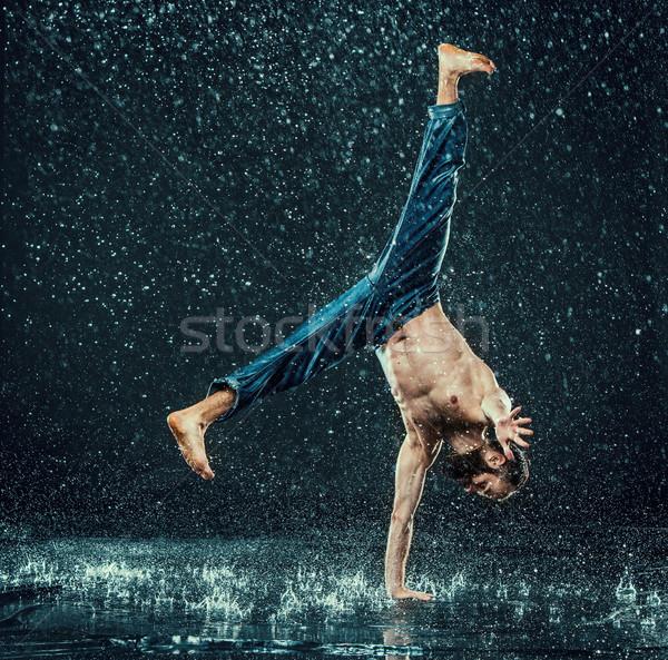 Masculino quebrar dançarina água escuro esportes Foto stock © master1305