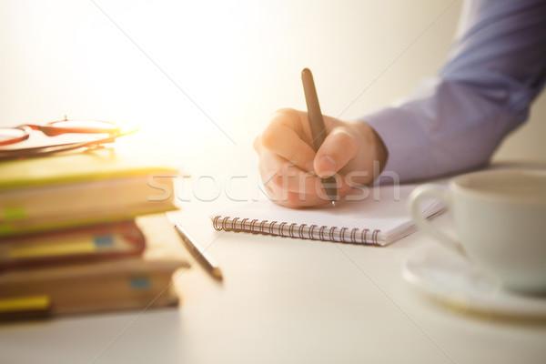 Férfi kéz toll csésze kávé notebook Stock fotó © master1305